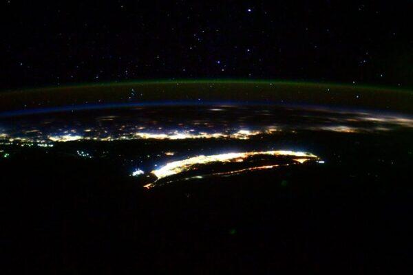 空拍台湾夜色 日籍宇航员:壮丽得如梦似幻