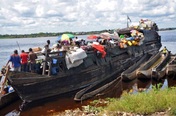 刚果载700人渡船惊传翻覆 60死数百人失踪