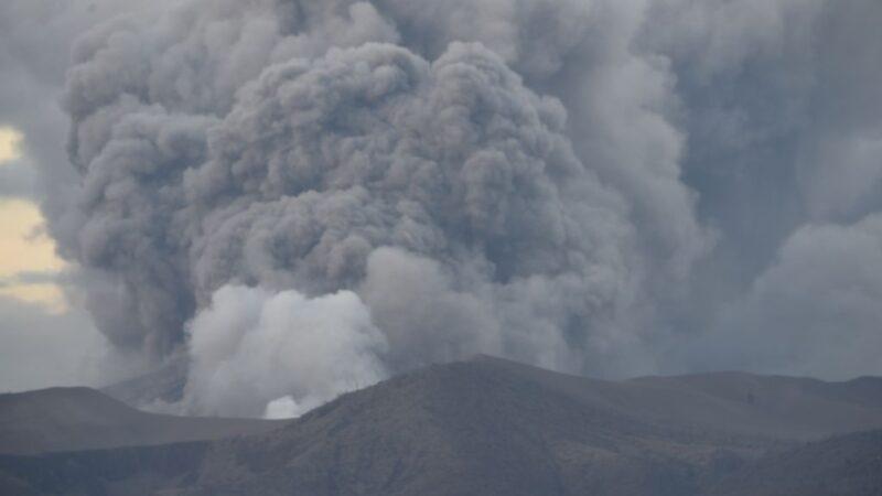 菲律宾3座火山相继扰动 进入警戒状态