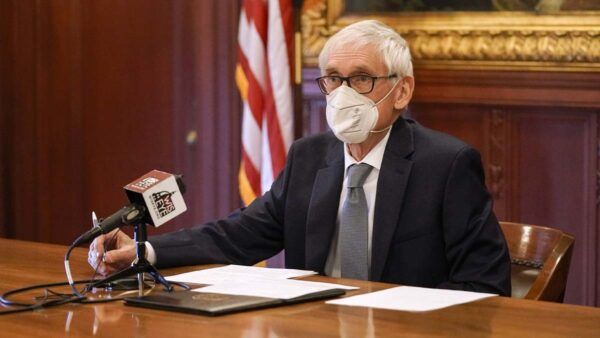 威州口罩令剛被議會否決 州長一小時後又發一項