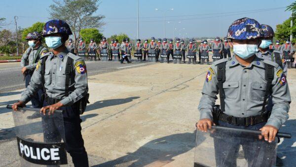 缅甸政变局势恶化 全国银行关闭 电话信号被断