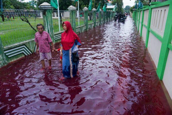 「紅水」襲擊印尼村莊 網友瘋傳奇景照