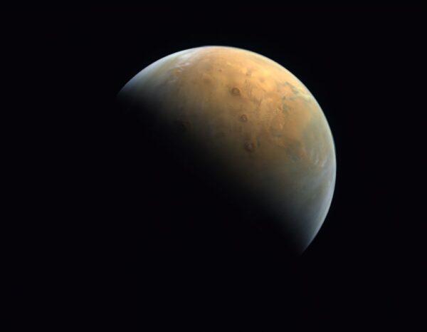 回傳首張火星影像 阿聯「希望號」捕捉火山晨光