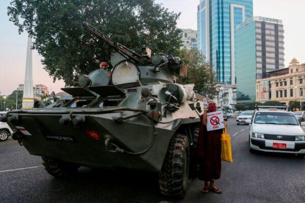 緬甸軍方3度斷網斷電 傳仰光恐有軍事行動