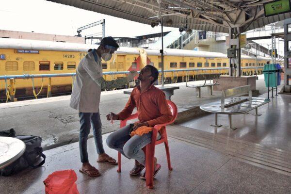 印度禁首波接种者选择疫苗 花34天接种千万人
