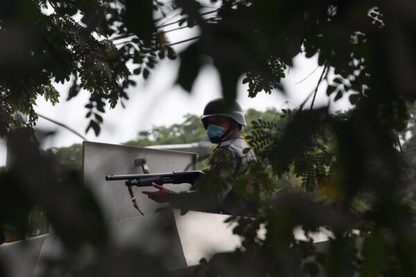開槍鎮壓 緬甸軍警突襲第二大城釀2死20傷