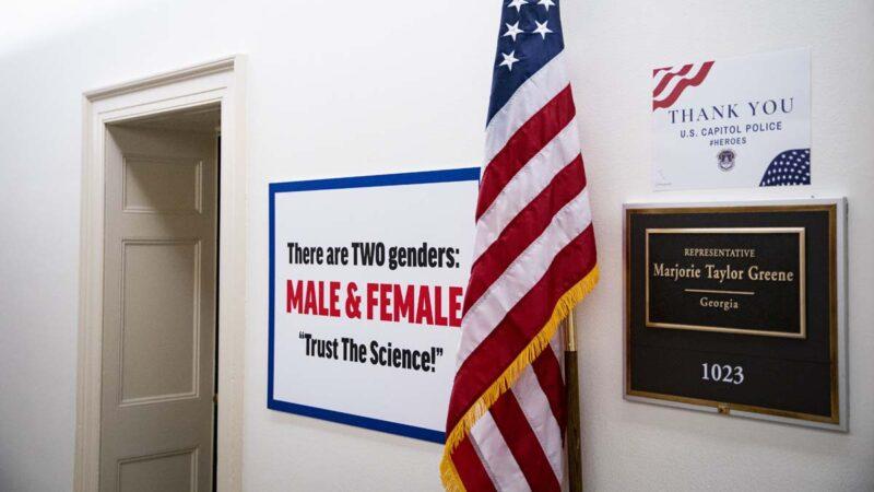 """美国会爆""""走廊战争"""" 两女议员拼室外装饰"""