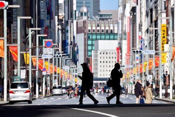 日本解除紧急事态 东京等4地仍待观察