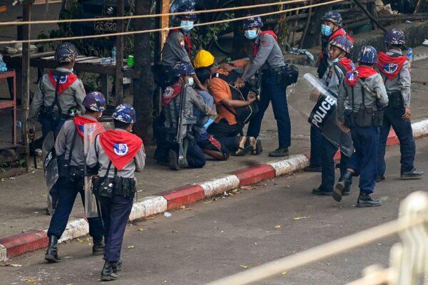 缅甸驻UN大使被撤职 警方武力镇压逮捕逾470人