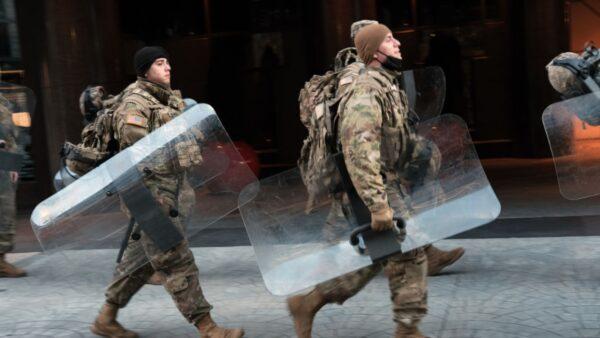 美议员曝照片:仍有国民警卫队在冰冷停车场过夜