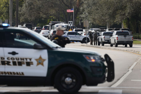 罕见死伤惨重 佛州查案爆枪战 FBI酿2死3伤