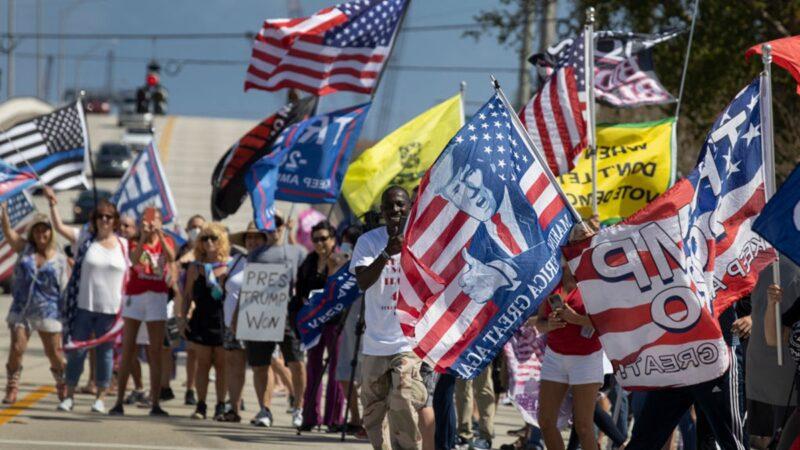 """川普""""总统日""""现身 支持者包围高喊USA(组图)"""
