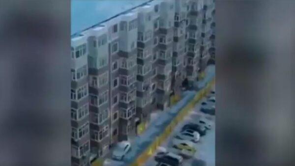 呼蘭小區封三層如監獄  每棟樓都有專屬圍牆(視頻)