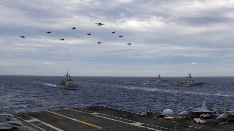 法国核潜艇驶入南海 美国双航母联合演习