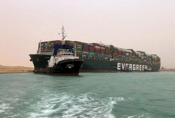 一艘货轮搁浅 全球贸易每小时损失4亿美元