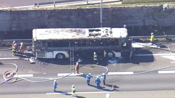 日高速道路火烧游览车 26名乘客急逃生无伤亡
