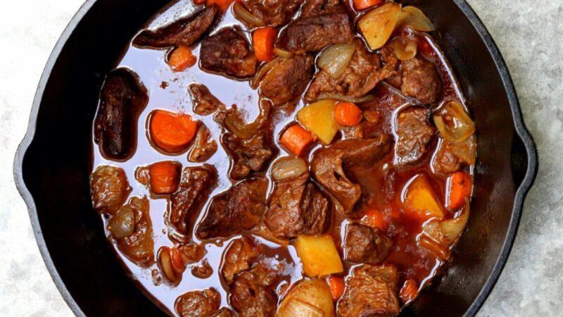 慢炖牛肉浓汤 丰盛美味的爱尔兰菜