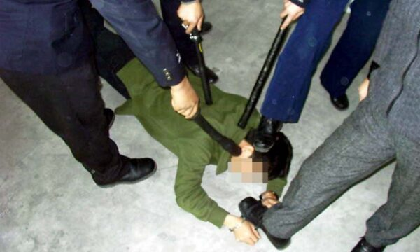 曾遭电击折磨致残 广东茂名黄柱峰再遭绑架构陷
