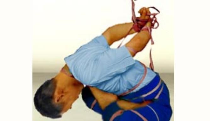 广州劳教所酷刑 李游遭捆成球状吊挂 腰椎折断