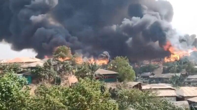 罗兴雅难民营大火 吞噬房舍酿5死逾5万人逃离