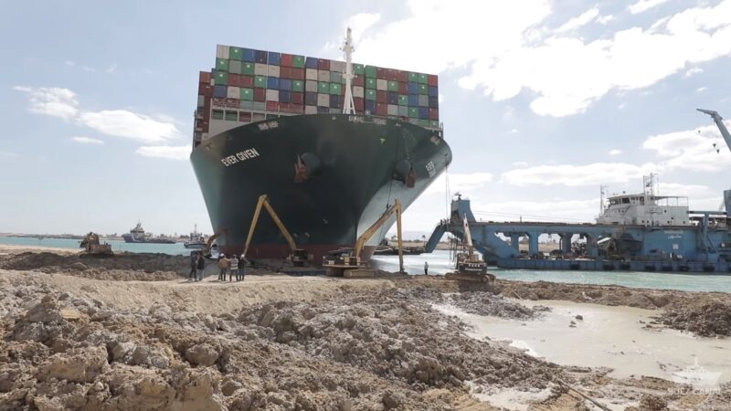 卡蘇伊士運河6天 長賜輪船向導正完成80%(視頻)