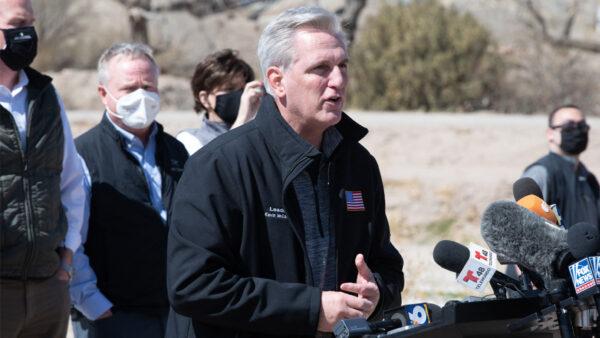 众院共和党领袖访德州拘所 揭恐怖份子钻边境空子