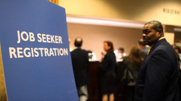 皮尤:美40%失业者遭受长期失业 亚裔受冲击最大