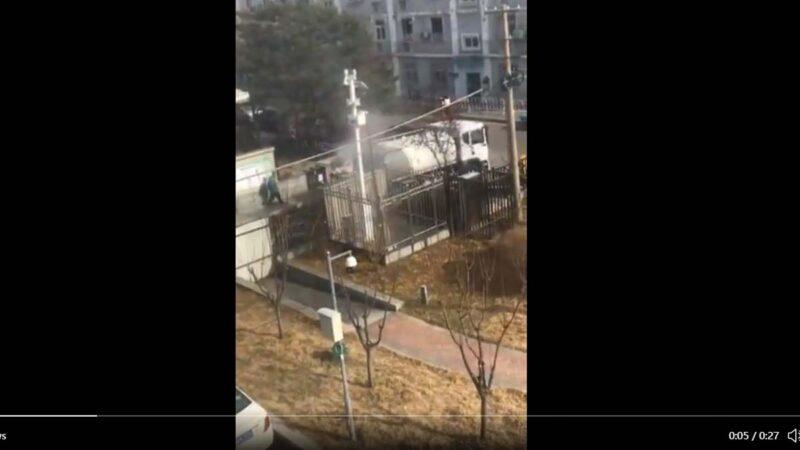 北京空气质量疑造假 水车朝监测仪喷水视频曝光