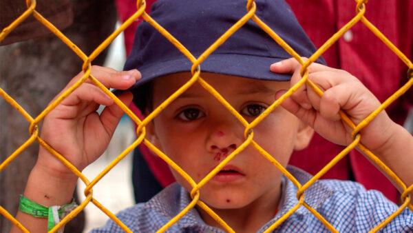 边境移民儿童爆增 拜登政府拒参观安置设施
