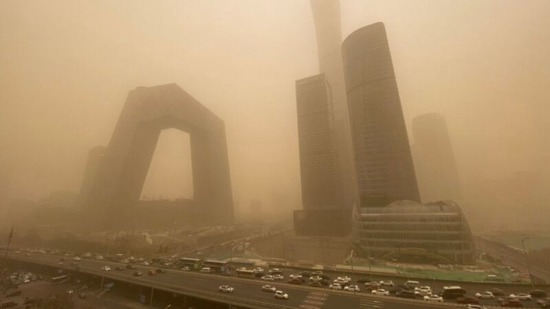 组图:陆12省现严重沙尘暴 北京早晨如黄昏(视频)