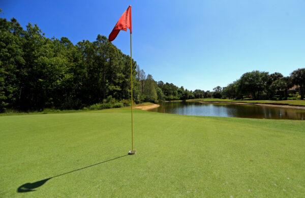 美国男找高尔夫球落水溺毙 朋友浑然不知