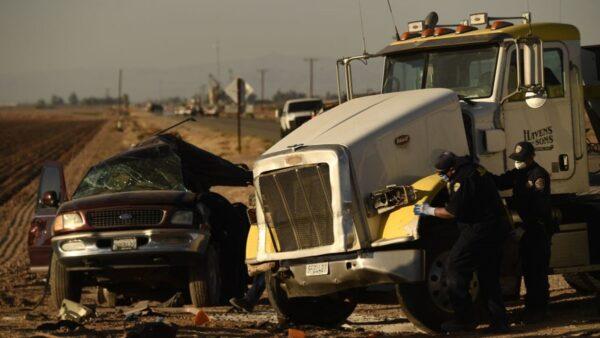 加州重大车祸至少13死 疑超载运非法移民