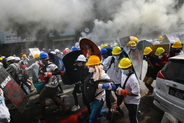 血腥鎮壓澆不熄緬甸人 街頭更多群眾聚集示威