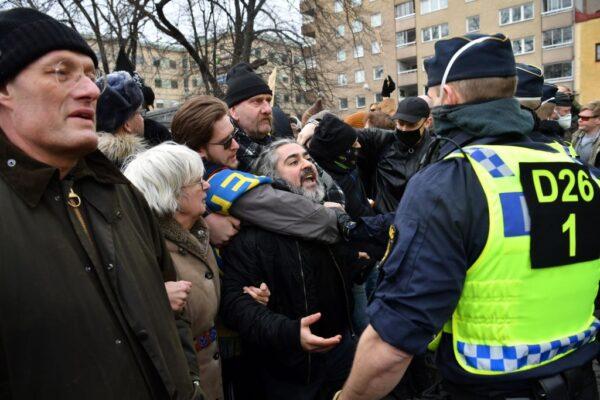 反防疫措施 瑞典人上街遊行6員警受傷