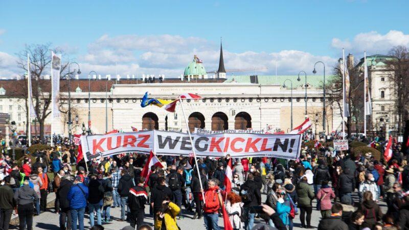 不滿新防疫封鎖 維也納街頭千人抗議