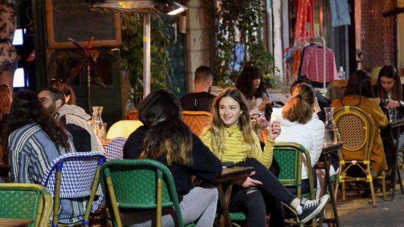 4成人口接种疫苗 以色列餐馆酒吧恢复营业