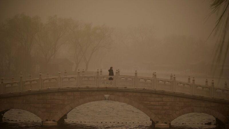 猛烈沙尘暴侵袭 蒙古10死11失踪
