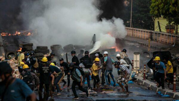 组图:缅甸上演香港抗争 华人怒斥中共