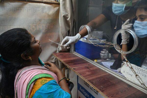 """印度发现""""双重突变病毒"""" 确诊与死亡病例双创新高"""