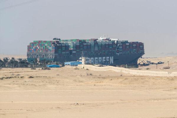 长荣货轮卡运河6天 拖曳船驰援传48小时内可移动