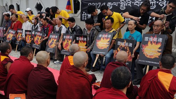 高僧忆述中共统一西藏经过 300多枚炮弹射向拉萨