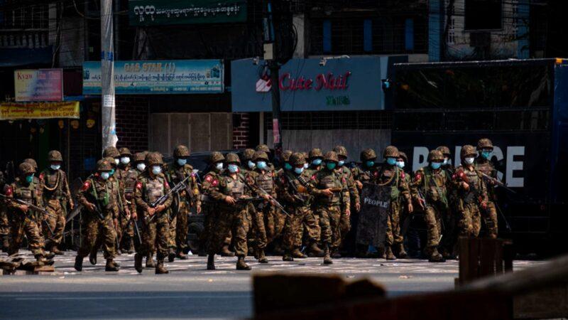缅甸警察拒绝镇压令 3人逃往印度避难