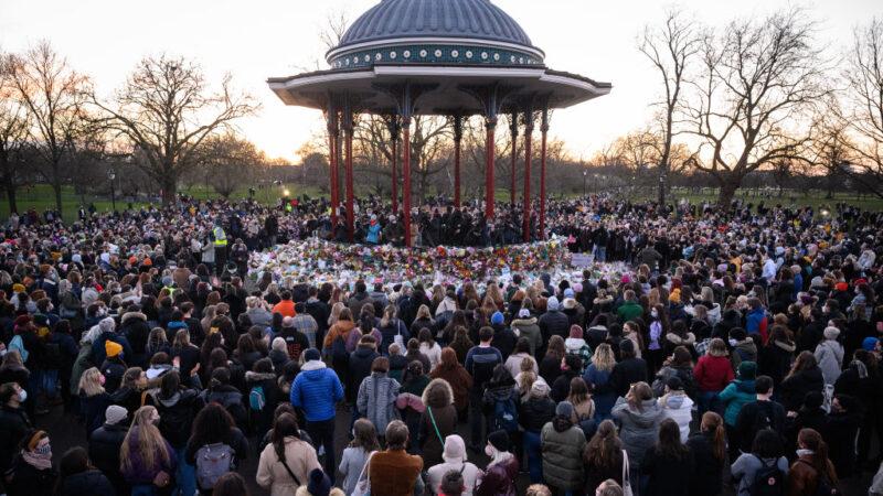 倫敦警察涉綁架殺害女子 悼念守夜警民爆衝突