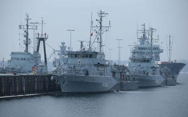 欧美海军联合扼制中共 中美战舰曾险相撞