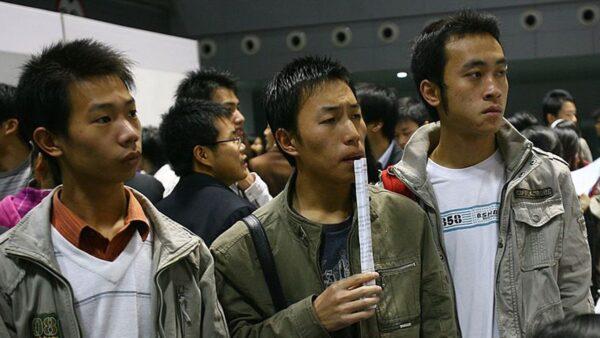 中国大学毕业生首超9百万 当局鼓励当个体户