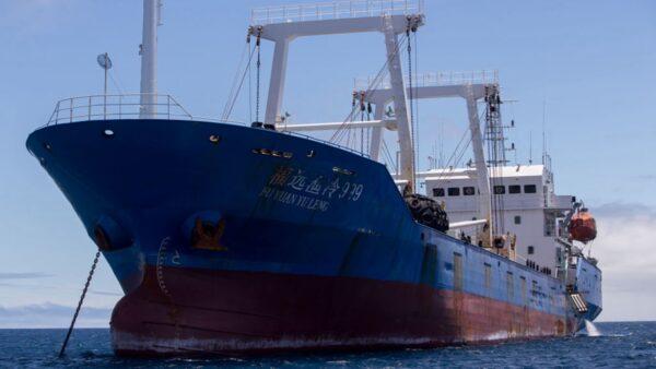 海上挑衅? 约220艘中共武装船只集结争议海域