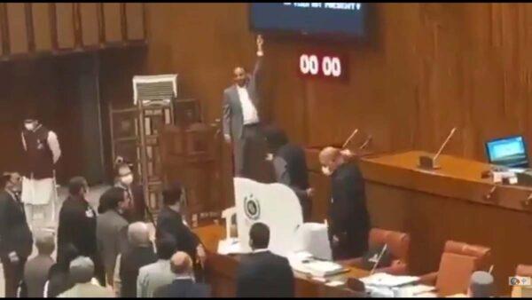 巴基斯坦议会惊现6中国产摄像头 引发现场骚乱