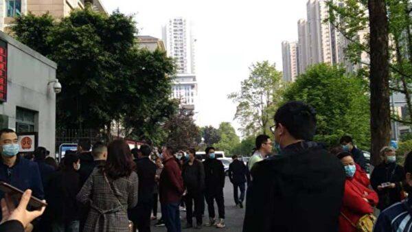 """重庆4人抗强拆遭毒打 拘2年以""""妨碍公务""""获刑"""