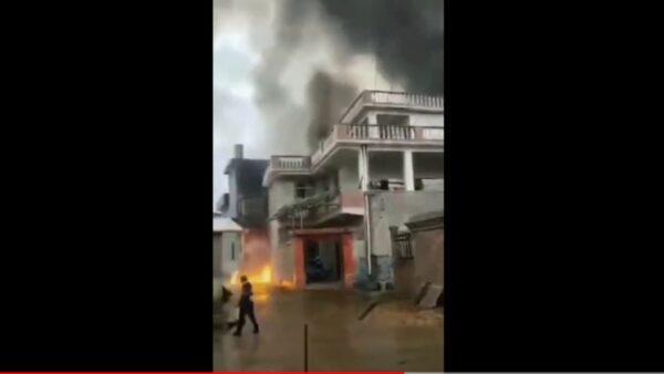人工降雨飛機墜毀江西損民宅 機上5人遇難(視頻)
