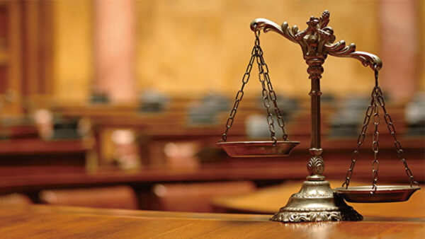 被非法庭审 辽宁85岁退休教师自辩无罪